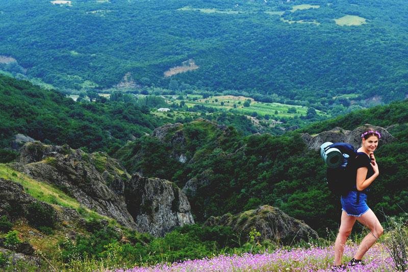Keliautoja Gruzijos kalnuose