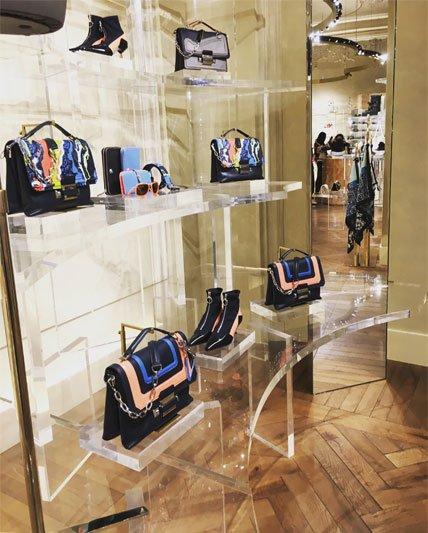 Versace parduotuvė Milane, prabangios rankinės