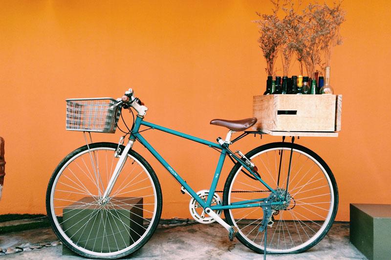 Dviratis su krepšeliu, vynas, Portugalija