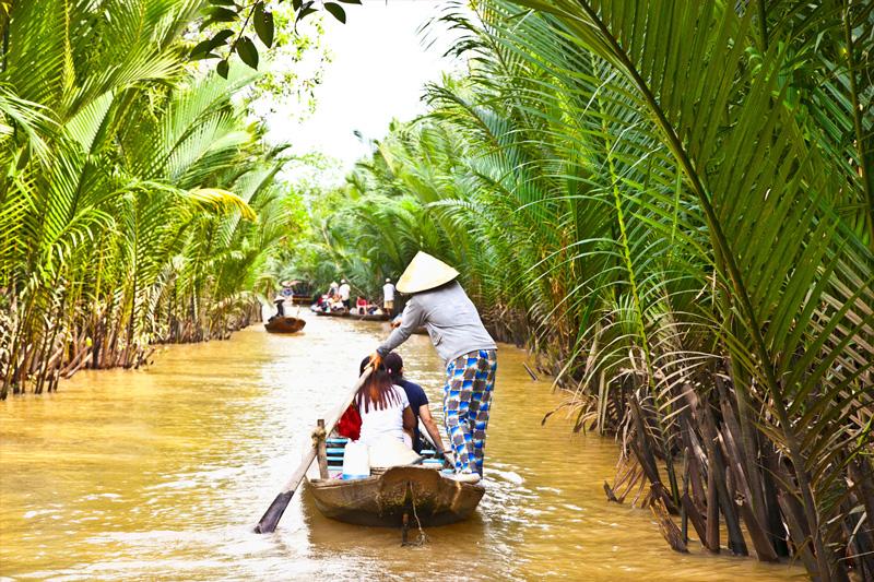 Pramogos Vietname, plaukimas valtimi per upę