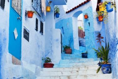 Maroko gatvelė su spalvotais vazonėliais