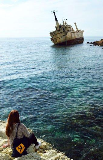 Žymus pakrypęs laivas Kipre
