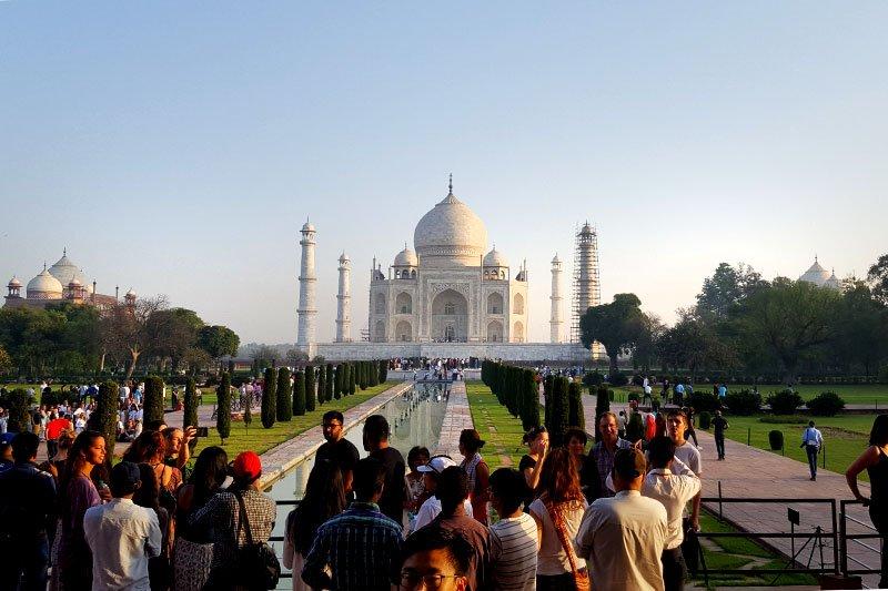 Keliautojai lankosi žymiame Taj Mahal