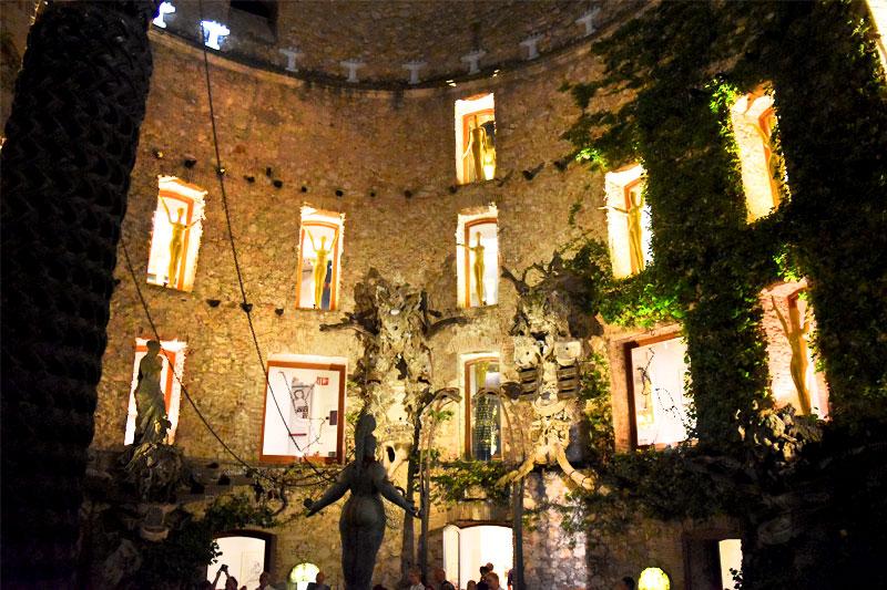 Salvador Dali muziejus naktį