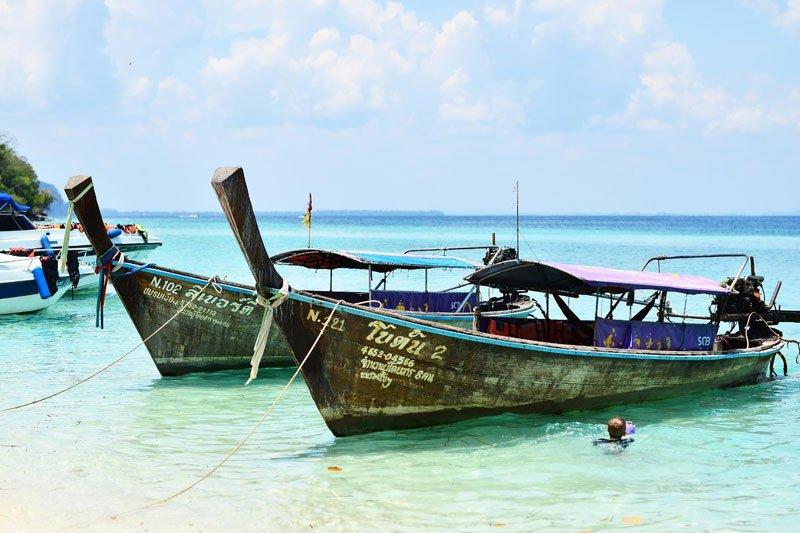 Krabi sala ir laiveliai krante