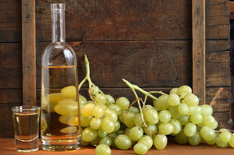 Itališkas alkoholinis gėrimas - grappa