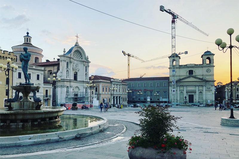 L'Aquila miestelio aikštė