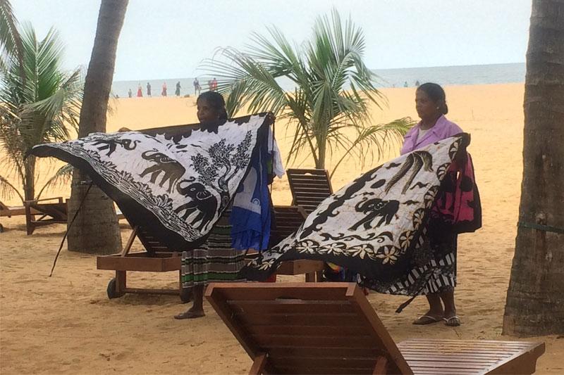 Moterys pardavinėja skaras, Šri Lanka